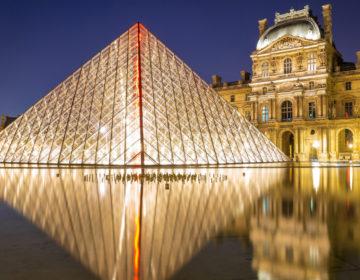 Лувр закрыли из-за большого потока туристов
